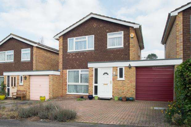 3 Bedrooms Link Detached House for sale in Banstead, Surrey, England