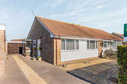 2 Bedrooms Bungalow for sale in Warsash, Southampton, Hampshire