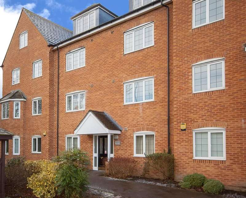 2 Bedrooms Ground Flat for sale in Lapwing View, Horbury