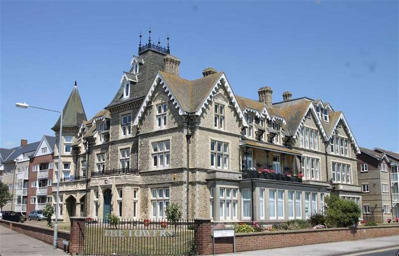 2 Bedrooms Flat for sale in The Towers, East Clacton