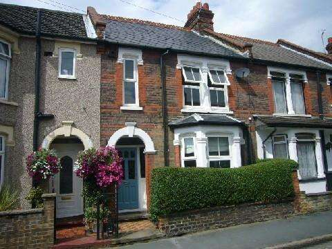 2 Bedrooms Terraced House for rent in Bradshaw Road, WATFORD, Hertfordshire