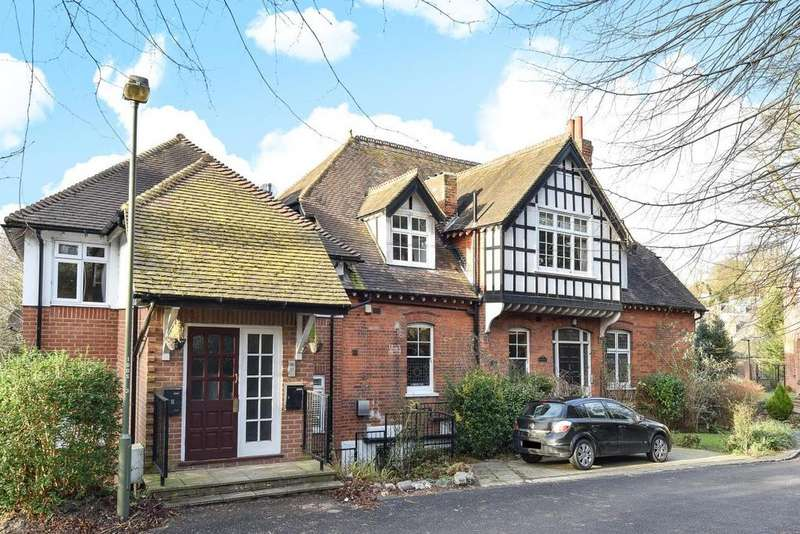 2 Bedrooms Flat for sale in Susan Wood, Chislehurst