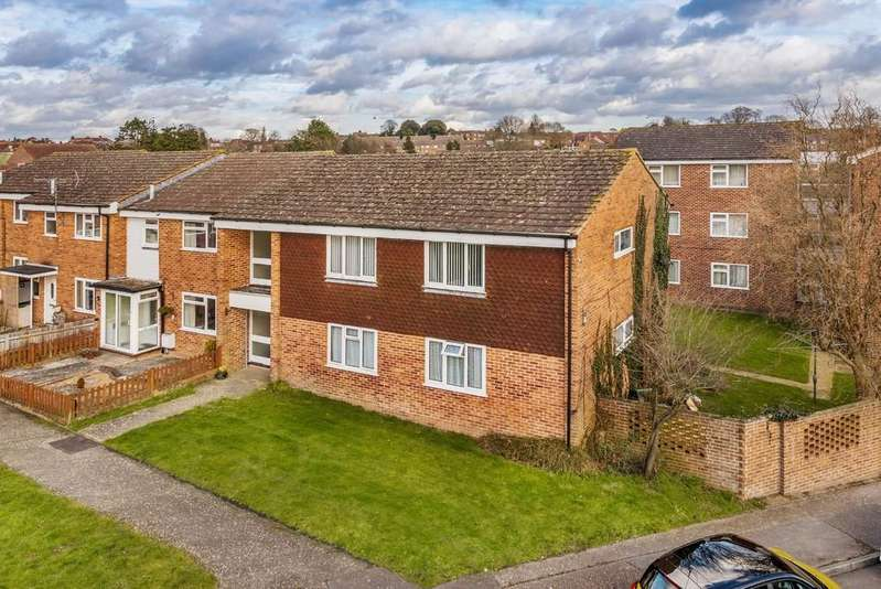 2 Bedrooms Flat for sale in Petworth, West Sussex