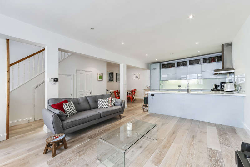 3 Bedrooms End Of Terrace House for sale in Blackstock Mews, N4 2BT