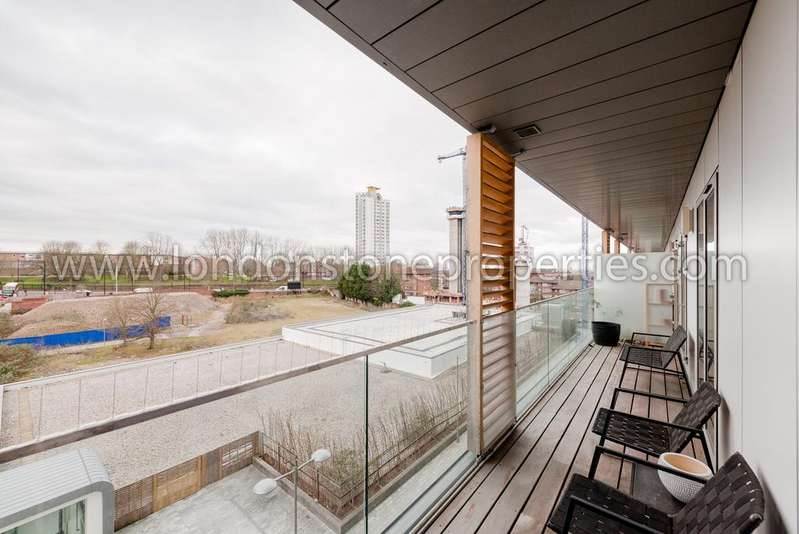 2 Bedrooms Flat for sale in Pepys Court, Love Lane, Woolwich SE18