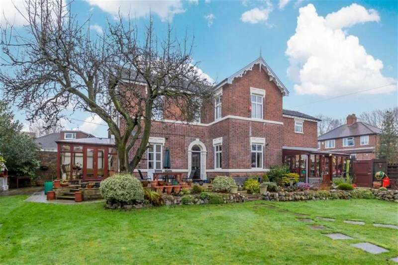 4 Bedrooms Detached House for sale in Cemetery View, Stoke-on-Trent