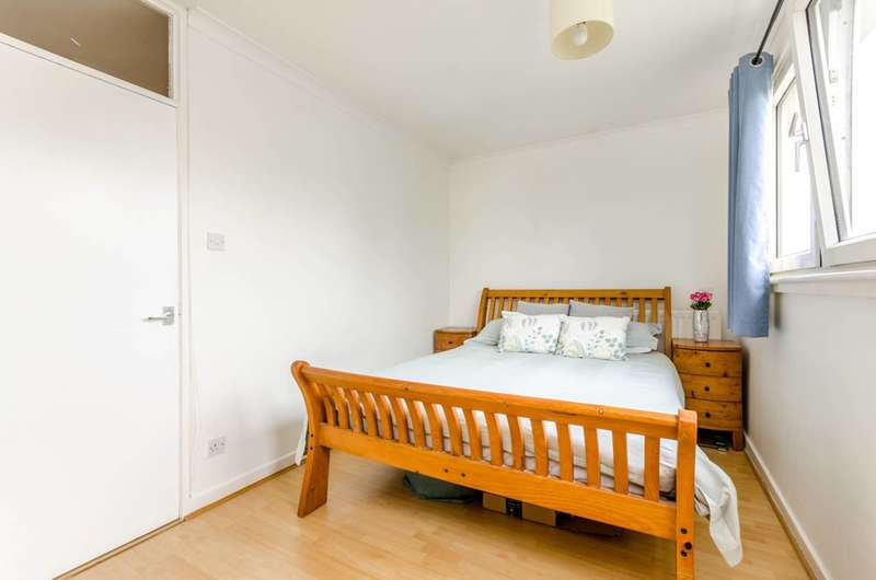 2 Bedrooms Flat for sale in Timsbury Walk, Roehampton, SW15