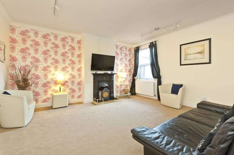 2 Bedrooms Flat for sale in Chase Side, Enfield, EN2