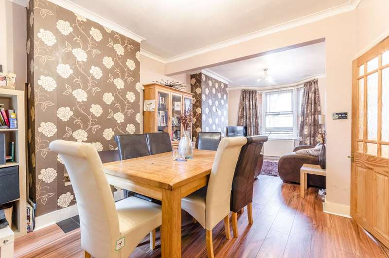 3 Bedrooms House for rent in Cumberland Road, Higham Hill, E17