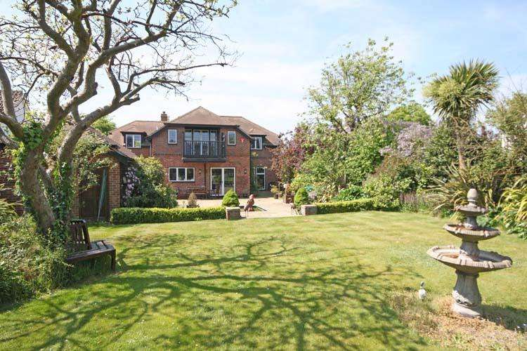 4 Bedrooms Detached House for sale in Belmore Lane, Lymington SO41