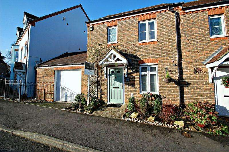 3 Bedrooms End Of Terrace House for rent in Barentin Way, Petersfield
