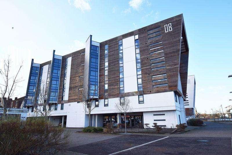 2 Bedrooms Apartment Flat for sale in The Decks, Runcorn