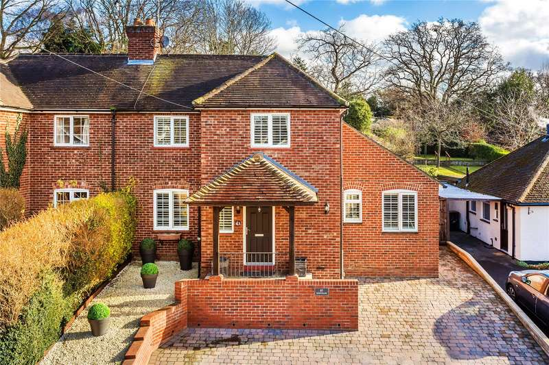 4 Bedrooms Semi Detached House for sale in Rowtown, Rowtown, Surrey, KT15