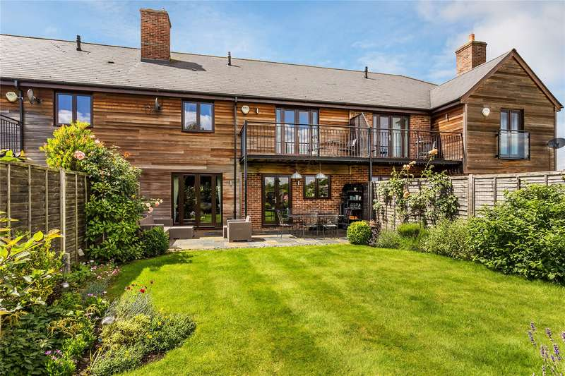 4 Bedrooms Terraced House for sale in Princess Park, Addlestone, Surrey, KT15