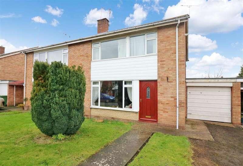3 Bedrooms Semi Detached House for sale in Bridge Street, Warwick