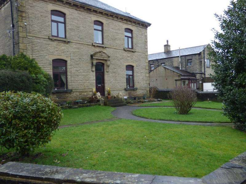 2 Bedrooms Flat for rent in FLAT 3, 2 HIGH FERNLEY ROAD, WYKE, BD12 8AR