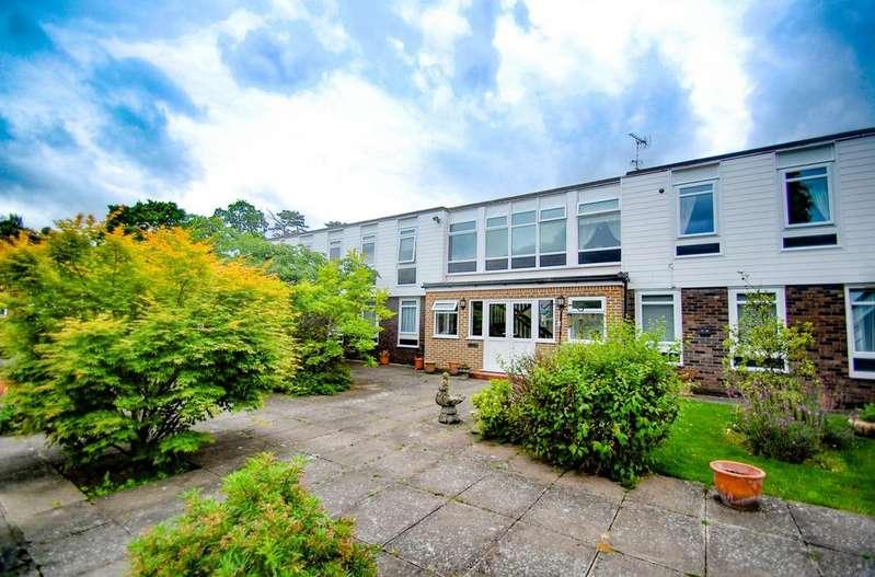 3 Bedrooms Flat for sale in Larchmoor Park, Stoke Poges, SL2
