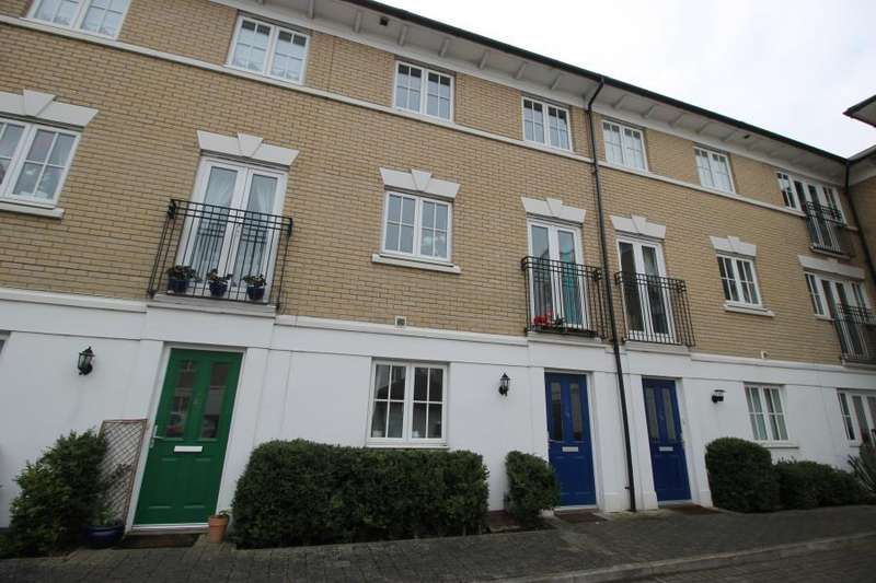 3 Bedrooms Town House for rent in George Williams Way, Colchester, Essex