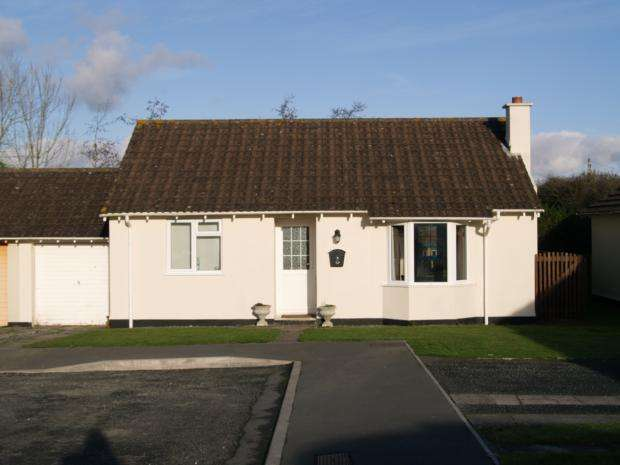 2 Bedrooms Bungalow for rent in Prouts Way, Tregadillett, PL15