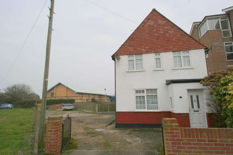 4 Bedrooms Detached House for sale in Walton on The Naze