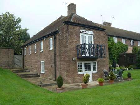 2 Bedrooms End Of Terrace House for rent in Shucklow Hill, Little Horwood
