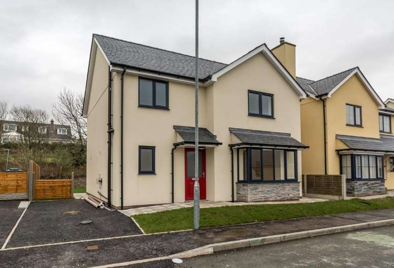 3 Bedrooms Detached House for sale in Rhostryfan, Caernarfon, North Wales
