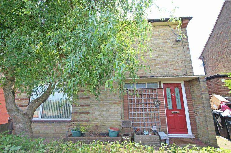 3 Bedrooms Semi Detached House for rent in Wellhouse Close, Luton