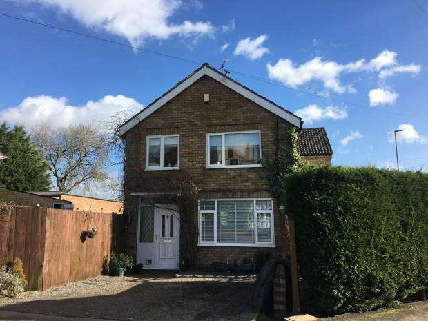 3 Bedrooms Semi Detached House for sale in Balmoral Road, Melton Mowbray, LE13