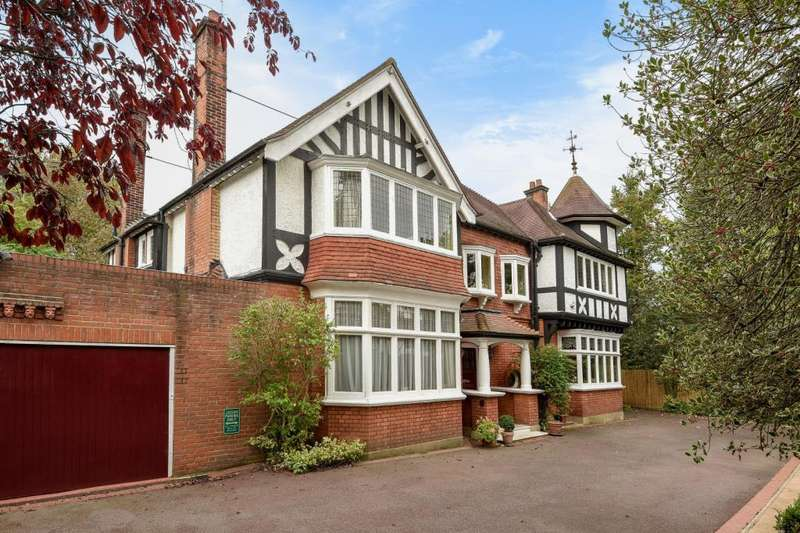6 Bedrooms Detached House for sale in Hendon Avenue, Finchley N3, N3