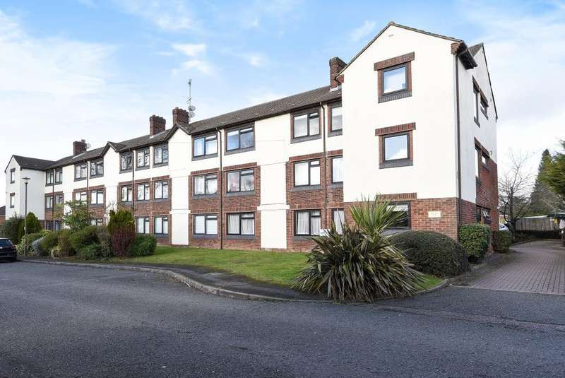 3 Bedrooms Maisonette Flat for sale in Woodley Court, Amersham, HP7