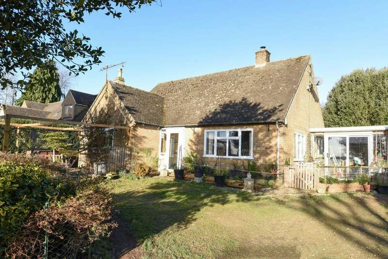 3 Bedrooms Detached Bungalow for sale in Salford, Oxfordshire, OX7