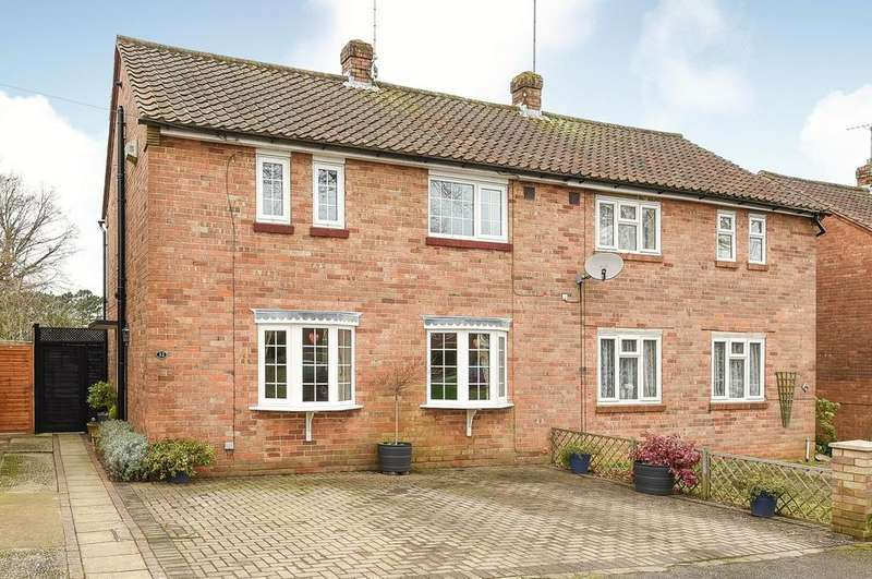 3 Bedrooms Semi Detached House for sale in Jockey Mead, Horsham, RH12