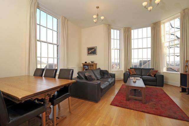 3 Bedrooms Flat for sale in Princess Park Manor, Royal Drive, N11