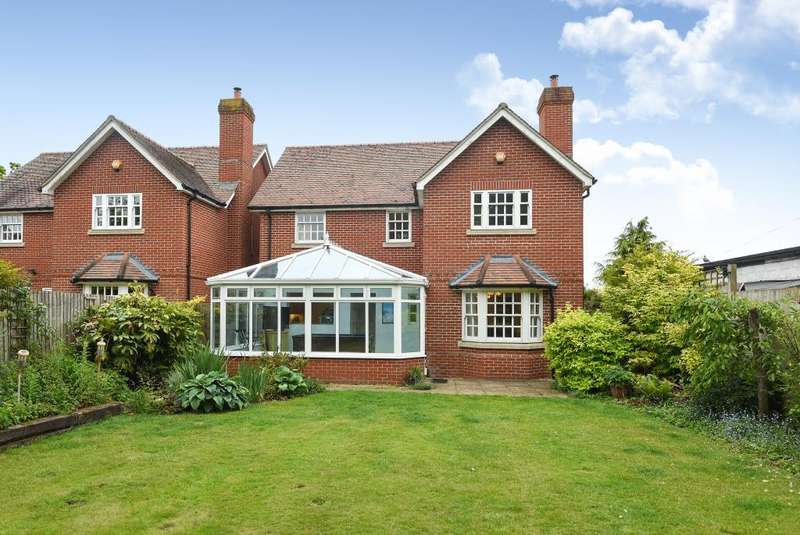 4 Bedrooms Detached House for sale in London Road, Thatcham, RG18