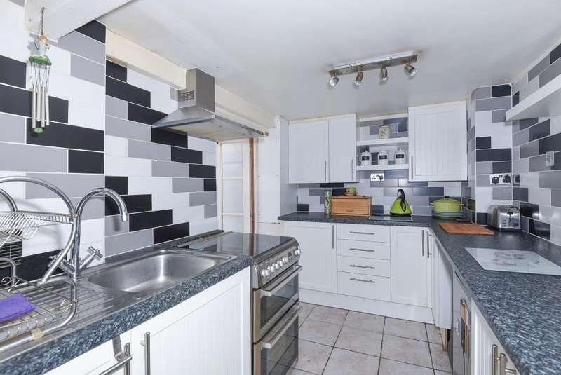 3 Bedrooms House for sale in Kenilworth Road, Ashford, TW15