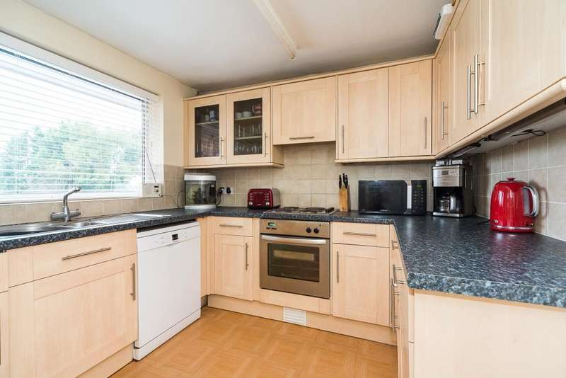 2 Bedrooms Maisonette Flat for sale in Stompits Road, Maidenhead, SL6