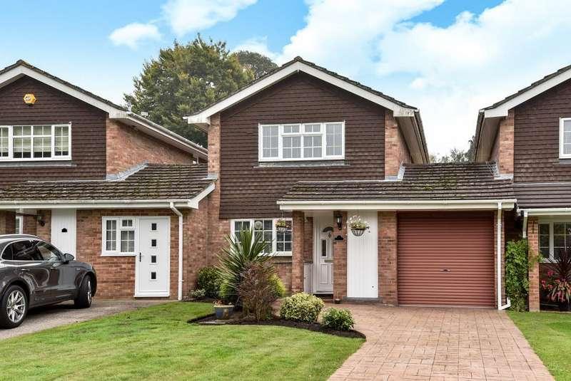 3 Bedrooms Detached House for sale in Bagshot, Surrey, GU19