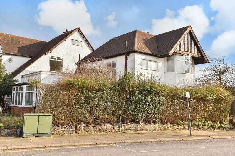 3 Bedrooms Detached House for sale in Lyndhurst Avenue, Mill Hill, NW7, NW7