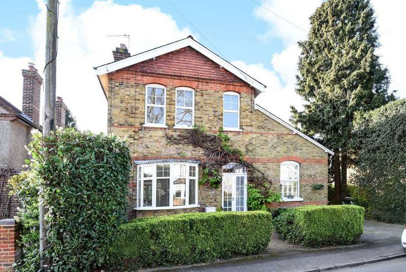 4 Bedrooms House for sale in Rooksmead Road, Lower Sunbury, TW16
