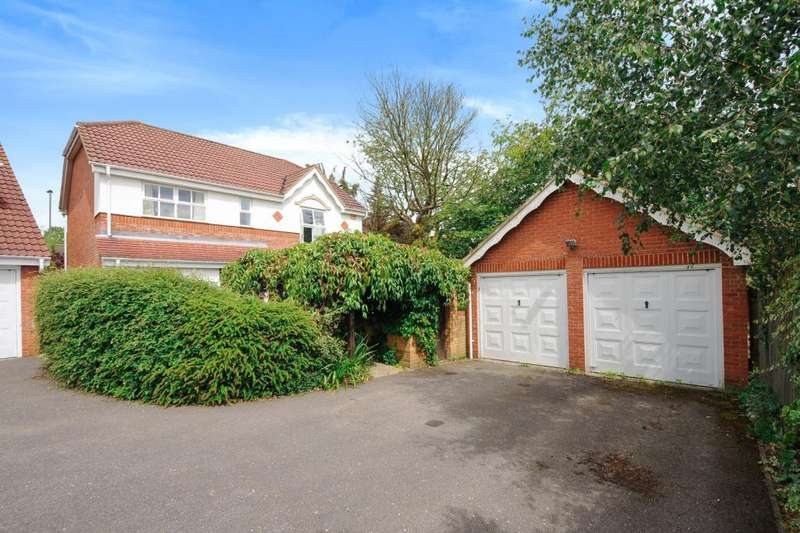 4 Bedrooms Detached House for sale in Egham, Surrey, TW20