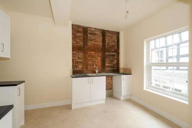2 Bedrooms Flat for sale in Leominster,, Herefordshire, HR6