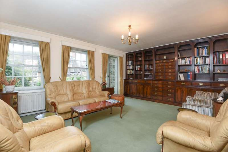3 Bedrooms Flat for sale in Corringham Court, Golders Green, NW11