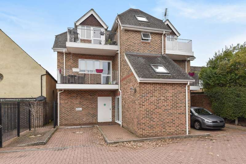 1 Bedroom Flat for sale in Farnham Common, Berkshire, SL2