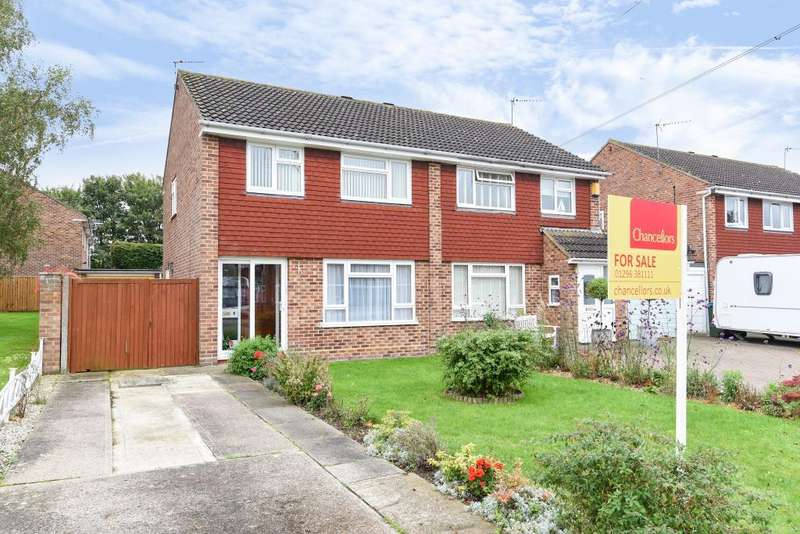 3 Bedrooms House for sale in Lower Close, Aylesbury, HP19