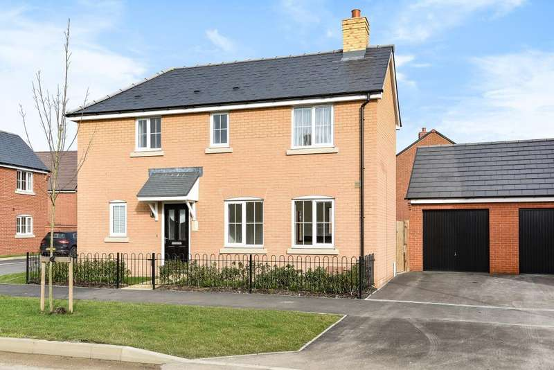 3 Bedrooms Detached House for sale in Berryfields, Aylesbury, HP18