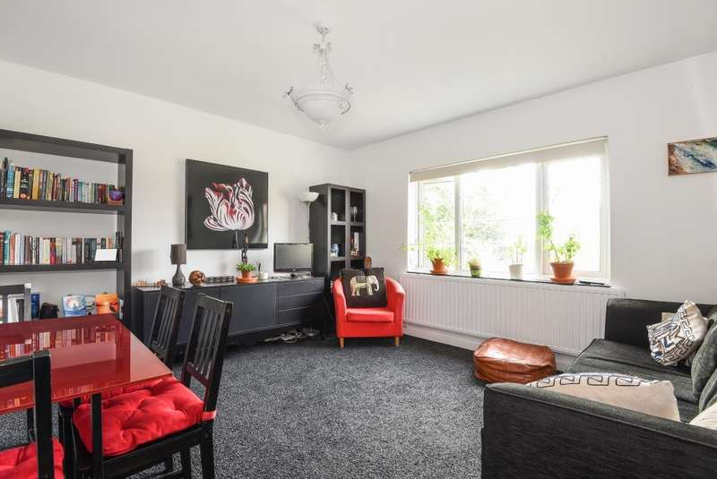 2 Bedrooms Flat for sale in Doran Manor, Great North Road, East Finchley, London, N2