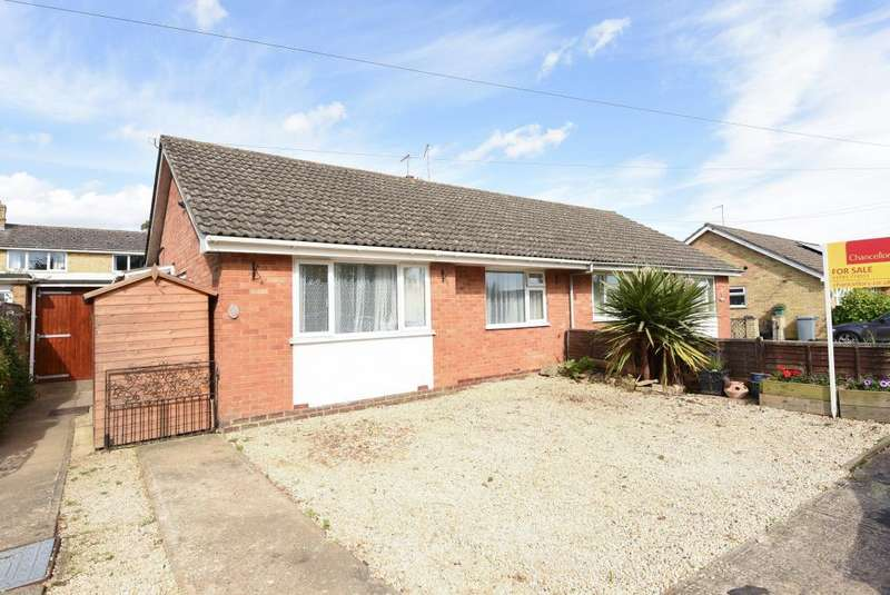3 Bedrooms Bungalow for sale in Blenheim Drive, Witney, OX28