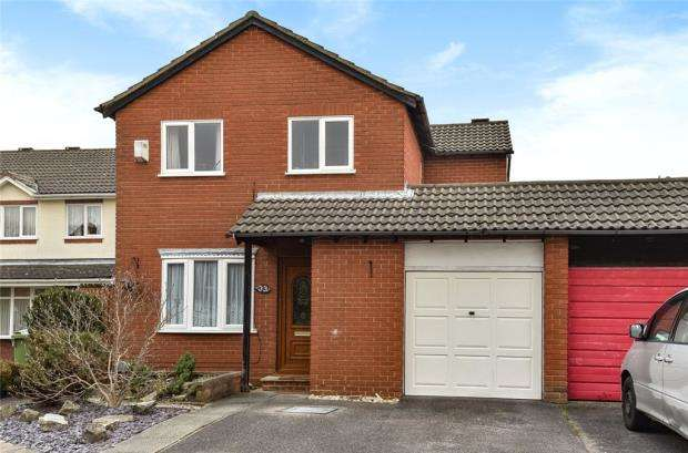 4 Bedrooms Detached House for sale in Westglade, Farnborough, Hampshire