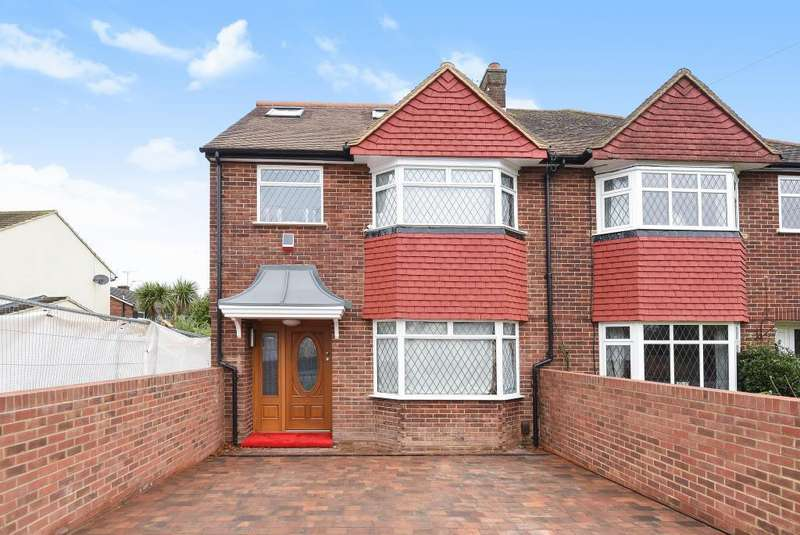 4 Bedrooms House for sale in Groveley Road, Sunbury-On-Thames, TW16