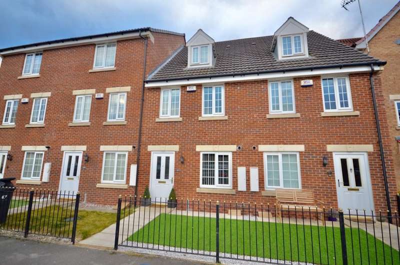 3 Bedrooms Town House for sale in Dunlop Avenue, Leeds, West Yorkshire